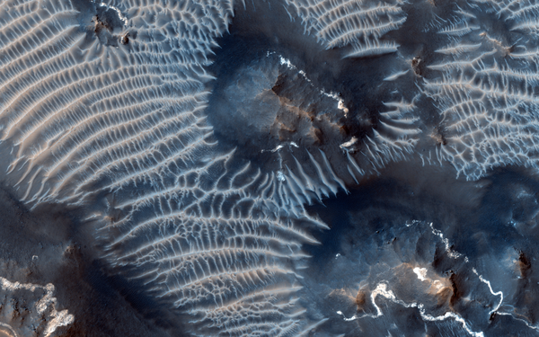 Two Generations of Windblown Sediments on Mars.png