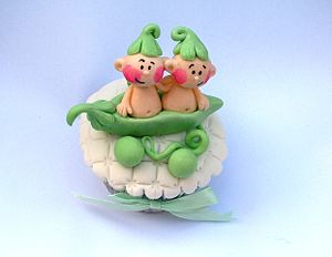 300px Two peas in a pod cupcake Small Business Tip Tuesday: Dont Get Caught in the Two Twitter Trap
