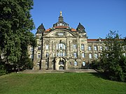 The Sächsische Staatskanzlei (Saxon State Office) is the institution assisting the Minister-President in a similar way to the German Chancellery
