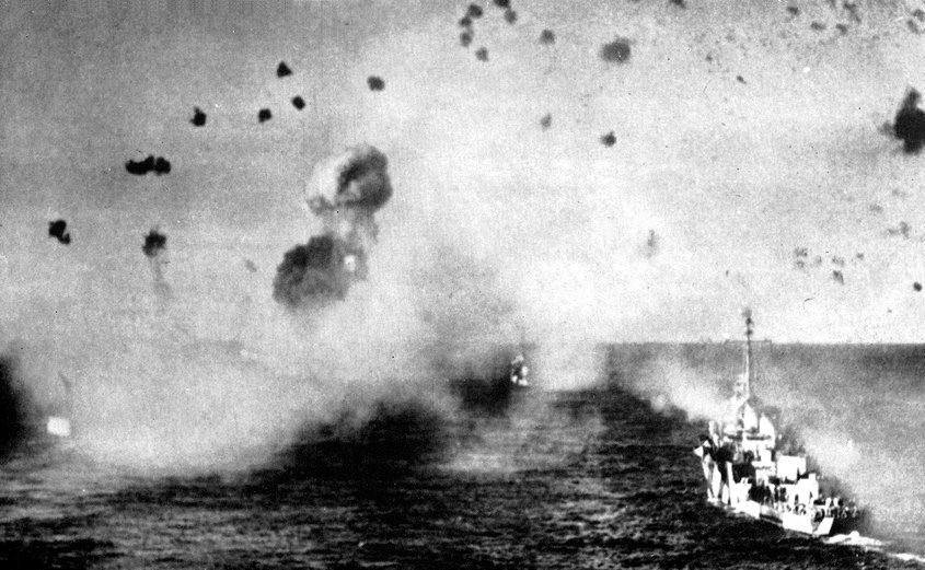 US ships under attack in Lingayen Gulf January 1945
