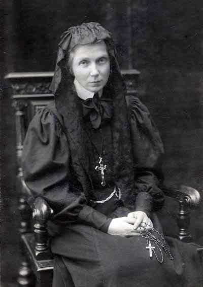 Ursula Leduhovskaya in 1907