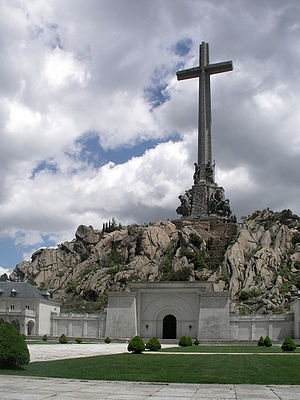ValleDeLosCaidos Cross north side1.jpg