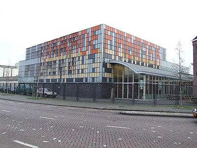 De nieuwbouw van de Theaterfabriek vanaf de Veemarktweg.