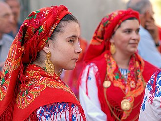 Portuguese people - Portuguese women in traditional costumes, from Viana do Castelo