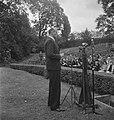 Viering van de 64e verjaardag van koningin Wilhelmina in Regents Park. Toespraak, Bestanddeelnr 935-2532.jpg