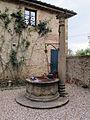 Villa di geggiano, pozzo 01.JPG