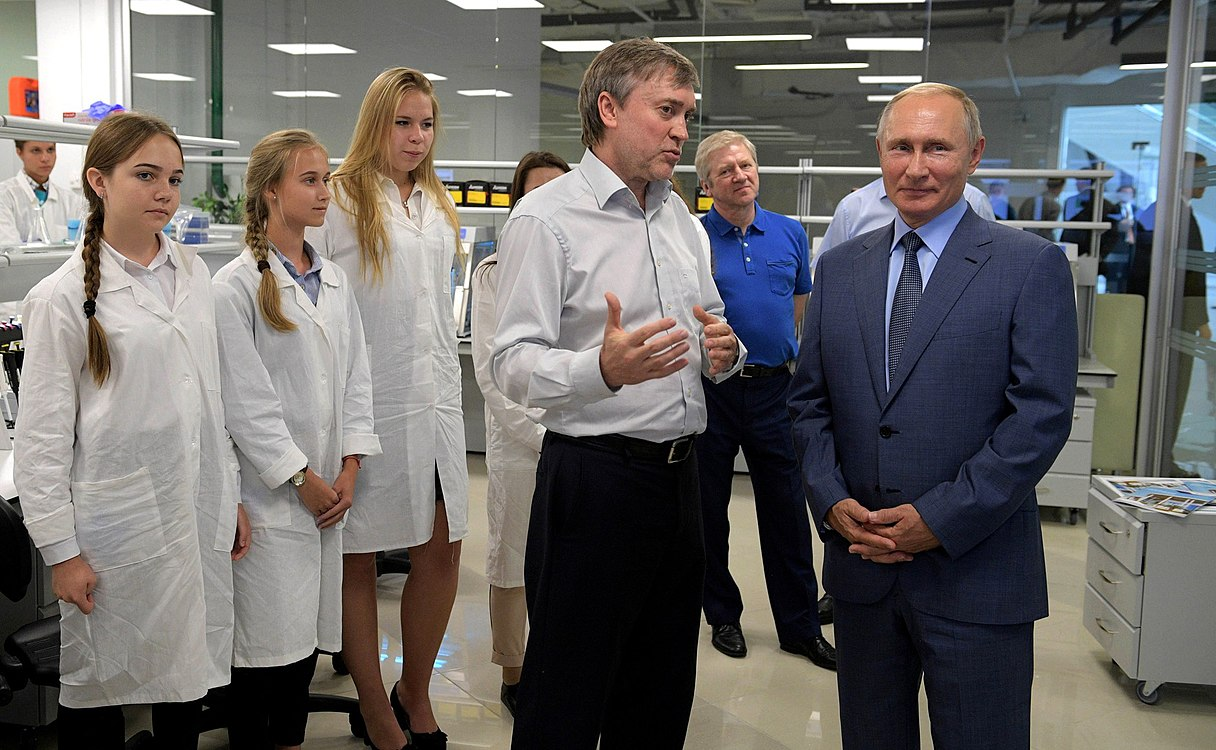 Vladimir Putin visited the Sirius Educational Centre (2018-09-01) 06.jpg