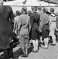 Vrouwen staan aangetreden op een appelplaats, Bestanddeelnr 900-4809.jpg