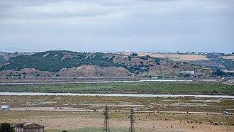 Loukkos River - Image: Vue sur le site archéologique de Lixus (14398275513)