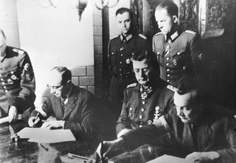 Warsaw Uprising signing the act of surrender