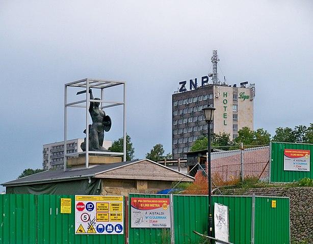 Statue de la sirène protégée pendant la construction du métro