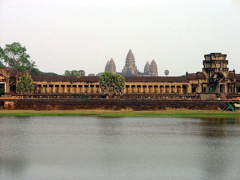 File:West wall of the outer enclosure Angkor Wat0636.jpg