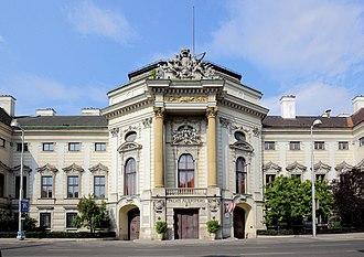 Palais Auersperg - Front entrance