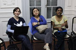 Anja Ebersbach de Alemania, Siska Doviana de Indonesia y Netha Hussain de la India entre sesiones