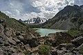 Верхнее Шавлинское озеро на фоне Северо-Чуйского хребта.jpg