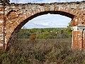 Вид на деревню Алёшково через ворота.jpg