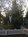 Пам'ятник воїнам-односельчанам, дворик.jpg