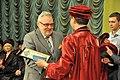 ТДМУ - Вручення дипломів випускникам 2016 - Михайло Корда вручає звання почесного професора ТДМУ Альфреду Овоцу - 16063159.jpg