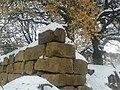 آثار منازل حجرية تقليدية تعود لقرون خلت تنتشر في المغيري ..jpg