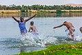 أطفال نوبيون يمارسون السباحة فى نهر النيل جنوب مصر.jpg