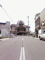 File:木造駅遮光器土偶駅舎 02.jpg