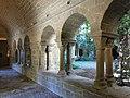 075 Monestir de Sant Benet de Bages, claustre, galeria est.jpg