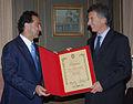 10.08.26 Macri recibe el diploma de Visita Ilustre en Santiago de Chile (4929674235).jpg