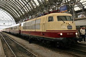 Flexicoil suspension - A DB Class 103 at Dresden Hbf.