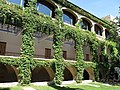 108 Monestir de Sant Benet de Bages, arcades de la galeria de Montserrat.jpg