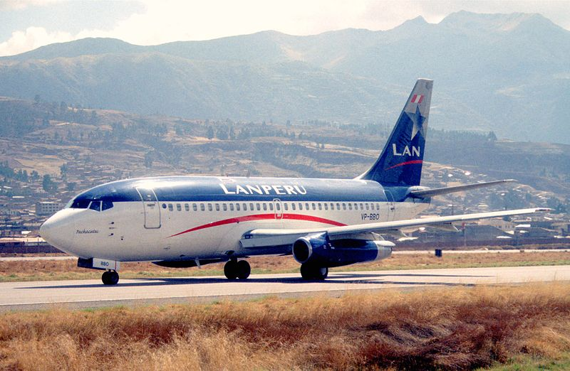File:110be - LAN Peru Boeing 737-2Q3; VP-BBO@CUZ;29.09.2000 (5256668587).jpg