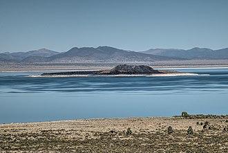 Negit Island - Image: 17 27 022 mono lake