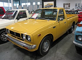 1974 Toyota Hilux, US model (yellow), front left.jpg