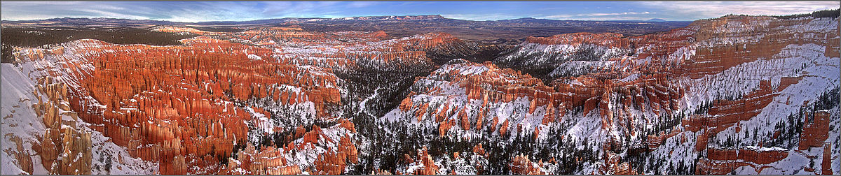 Bryce Canyon National Park Amphitheater (winter view) 2005-12-27 GK USA BryceCanyon.jpg