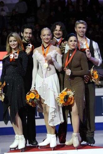 2007–08 Grand Prix of Figure Skating Final - The ice dancing podium. From left: Tanith Belbin / Benjamin Agosto (2nd), Oksana Domnina / Maxim Shabalin (1st), Isabelle Delobel / Olivier Schoenfelder (3rd).