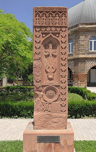 Armenian cemetery in Julfa - Image: 2014 Prowincja Armawir, Wagharszapat, Chaczkar z 1602 roku ze zniszczonego cmentarza w Dżulfie