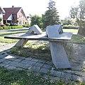 2020-05-04 — De Tafel (1986) van Hans Rikken in Hengevelde – 06.jpg