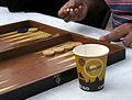 37g9f Während die mittelalte Generation bei der Mahnwache auf dem Klagesmarkt in Hannover noch offline Tavla Backgammon spielt ....jpg