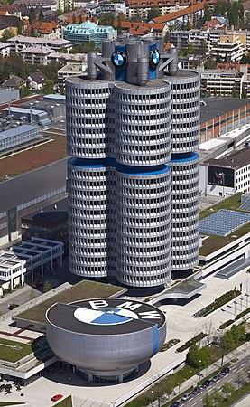 4 cilindros y museo BMW, Múnich, Alemania 2012-04-28, DD 02.JPG