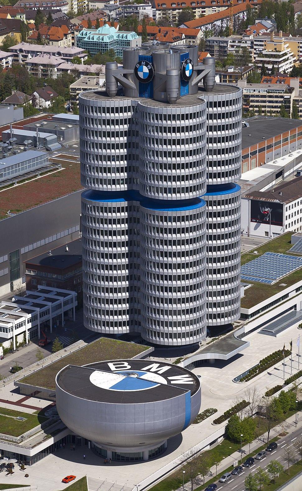 4 cilindros y museo BMW, M%C3%BAnich, Alemania 2012-04-28, DD 02