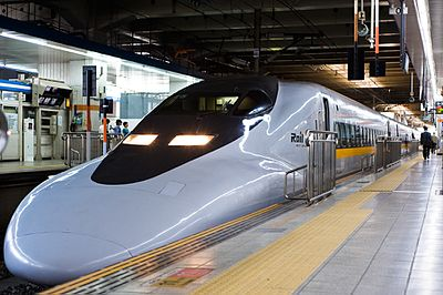 700 series shinkansen set E5 at Hakata Station 20100919.jpg