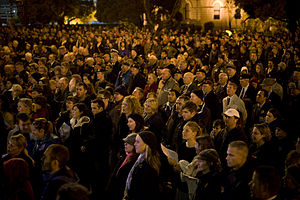New Zealanders - Crowd at an Anzac Day Dawn Service at Wellington Cenotaph, 2011