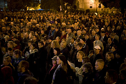 Wellingtonians gathered for the Anzac Day dawn service ANZAC Day Dawn Service at Wellington Cenotaph - Flickr - NZ Defence Force (2).jpg