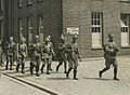 Aankomst van een detachement Nederlandse militairen op de Prins Hendrik kazerne – F40353 – KNBLO.jpg