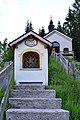 Achenkirch-Achental - Kreuzwegstation mit Kalvarienbergkirche.jpg