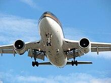 Landing lights - Wikipedia