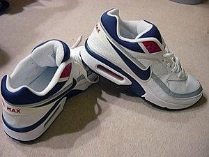 {{frUne paire de Nike Air Max IV (Air Classic...