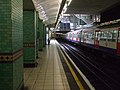 Aldgate station Metropolitan platform 2 look south.JPG