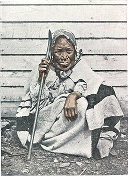 AlteHaba-Indianerin von derKoniginChalotte-Insel inBritisch-Kolumbia mitNasenring undLippenpflock2