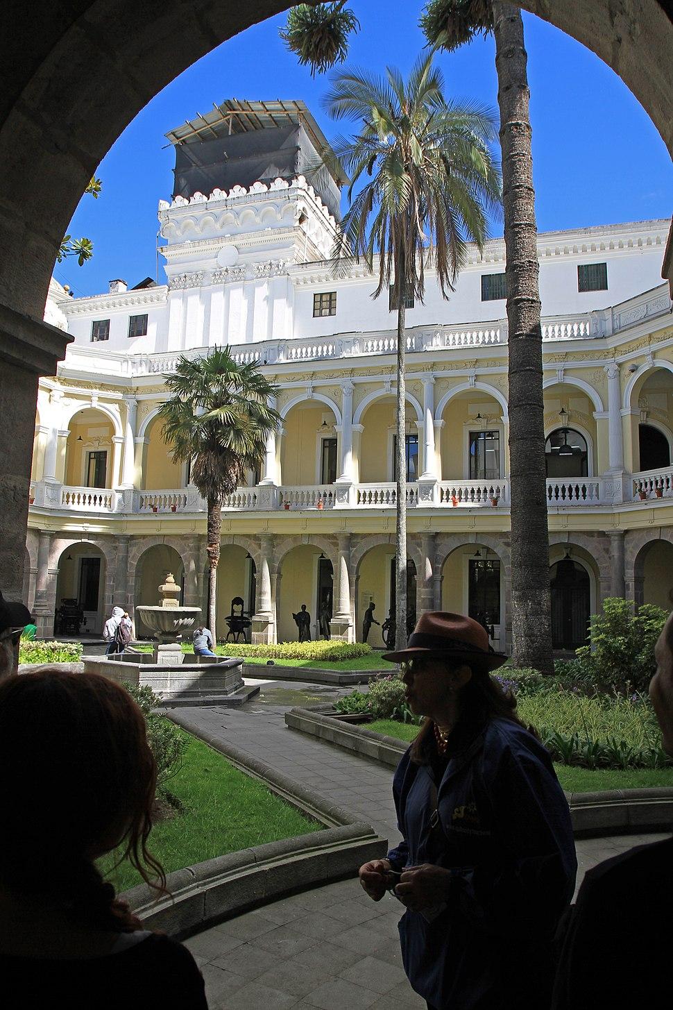 Ama la Vida - Flickr - Periodistas espa%C3%B1oles recorren Centro Hist%C3%B3rico de Quito 2014 (14476342297)