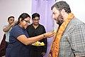Ananya Mondal Greets Asaf Bartov - Wikidata Workshop - Kolkata 2017-09-16 2727.JPG
